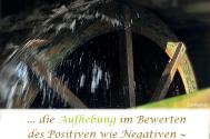 die-Aufhebung-im-Bewerten-des-Positiven-wie-Negativen--beendet-den-alltaeglichen-Kampf